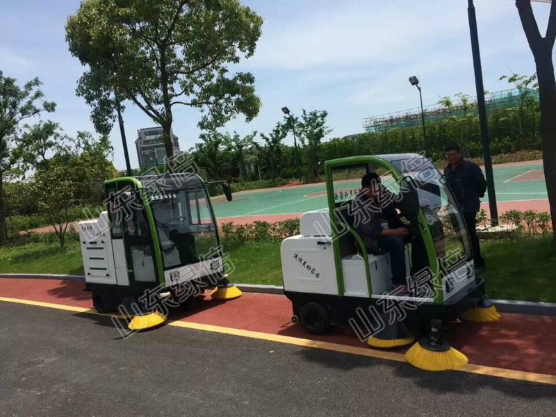 Fully Enclosed Sweeping Machine In School Campus